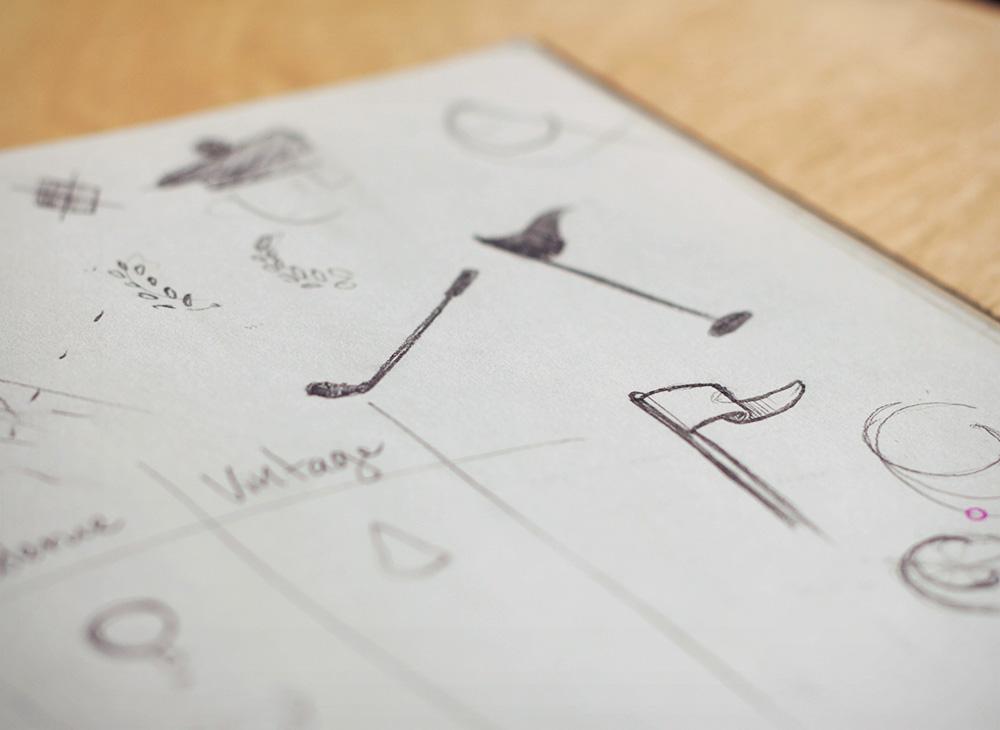 Croquis pour le design de logo de Golf Distillery